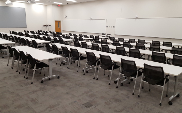 Photo of rooms 101 and 101a combined to accommodate 70–100 people